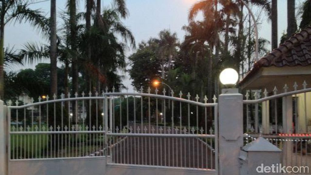 Rumah Dinas Sepi Pasca Penetapan Gubernur Gatot Jadi Tersangka