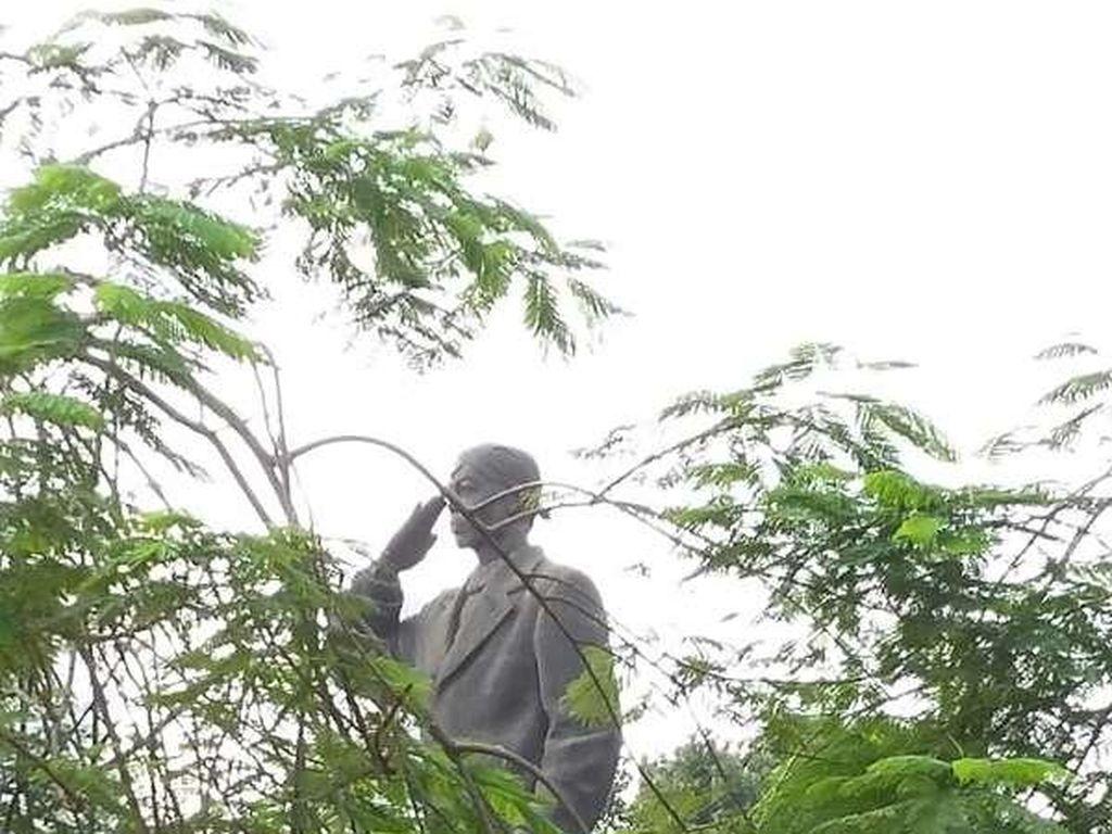 Miris! Patung Sudirman di Dukuh Atas Dicorat-coret Tangan Jahil
