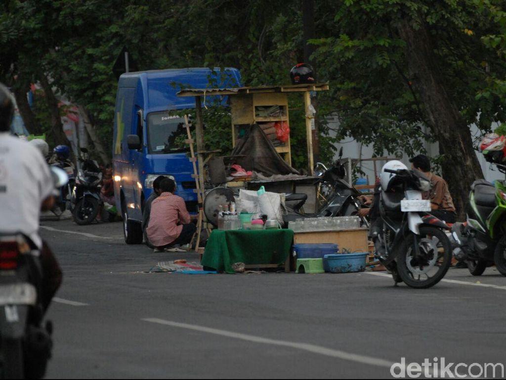 Alun-alun Jombang Disterilkan dari PKL