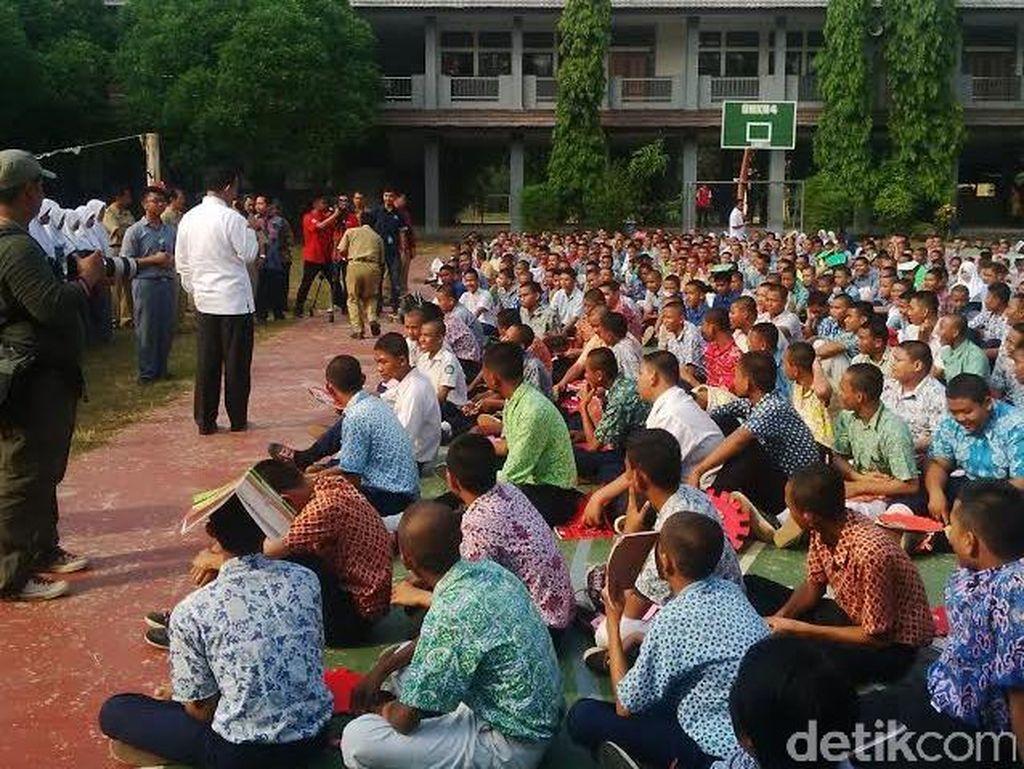 Gembiranya Siswa Baru di Tangerang Saat Menteri Anies Minta Atribut Aneh Dicopot