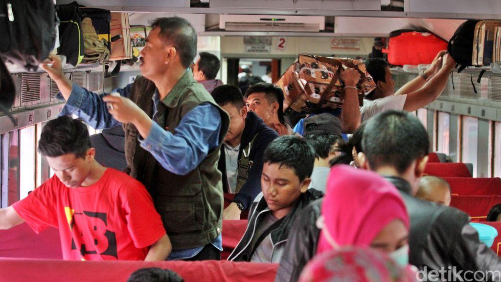 Tiket Kereta Ekonomi dari Pasar Senen Turun Rp 4.000