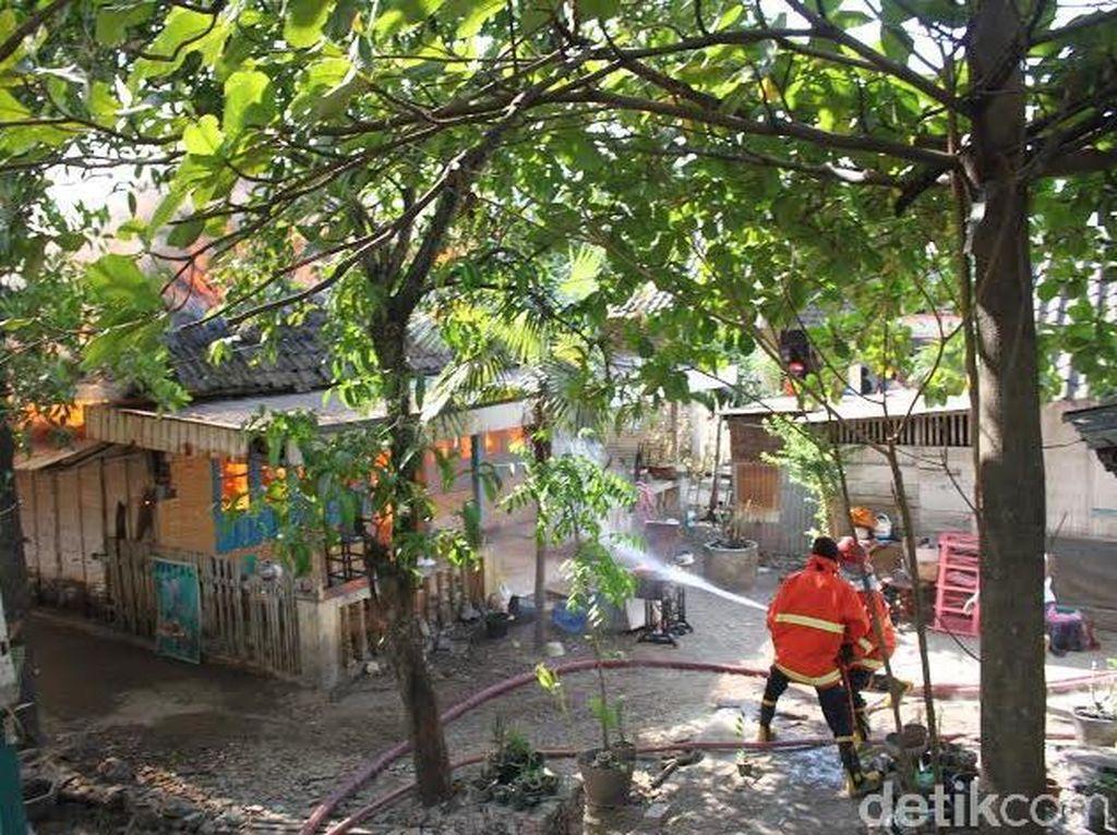 Gara-gara Sampah, Tiga Rumah di Bojonegoro Dilalap Api