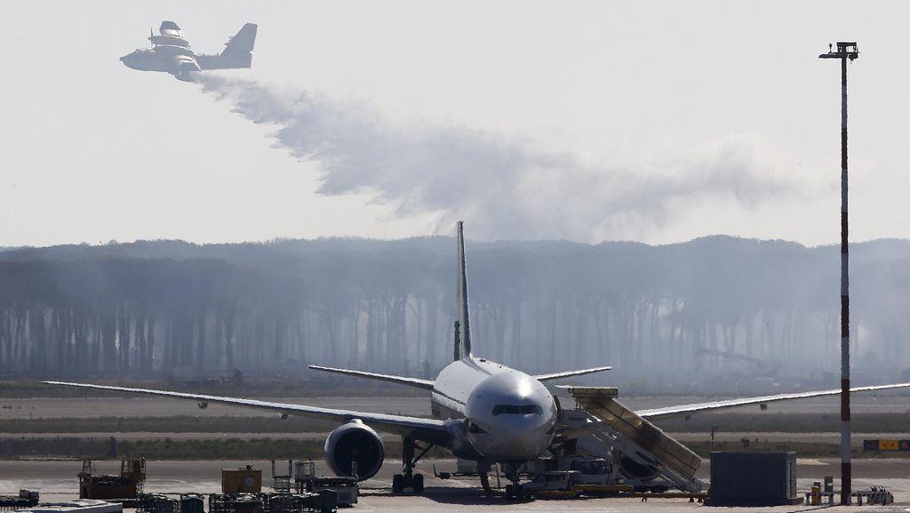 Ada Kebakaran Hutan, Bandara Roma Ditutup 2 Jam
