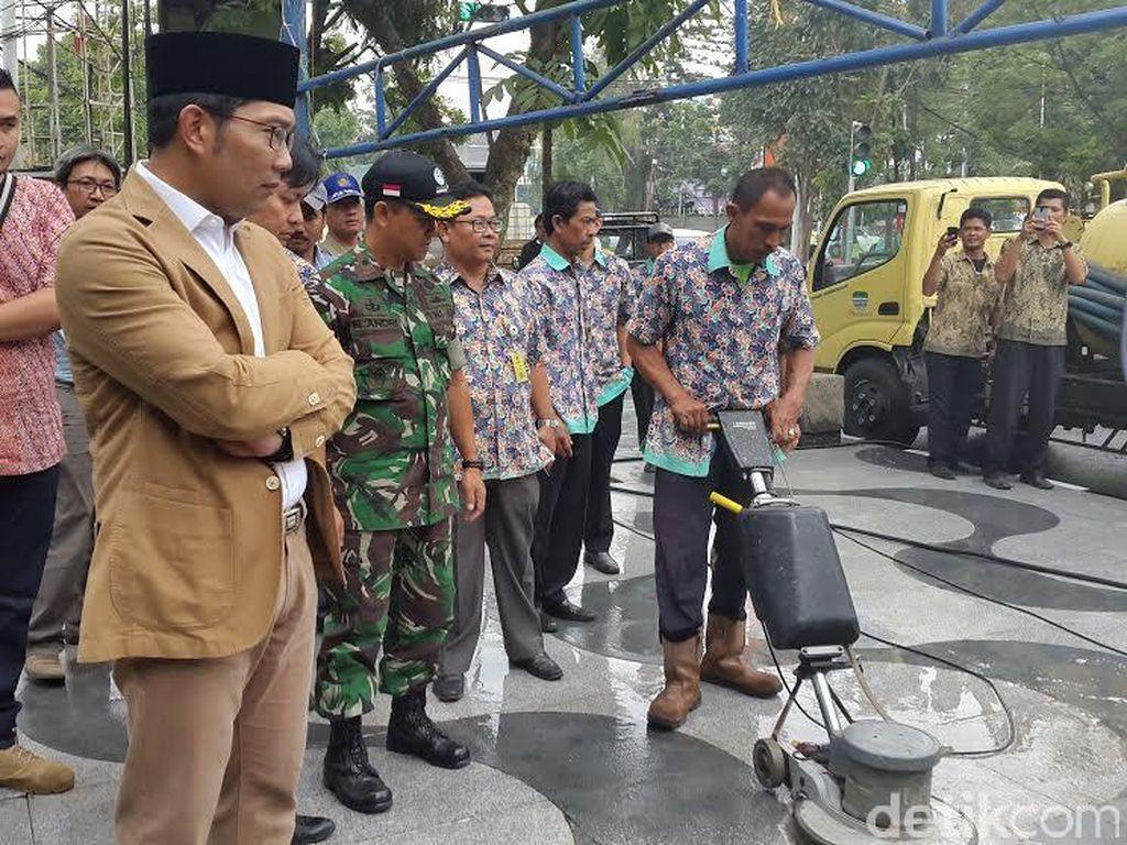 Nilai Kontrak Pengerjaan Ulang Trotoar Jalan Riau Rp 15 Miliar