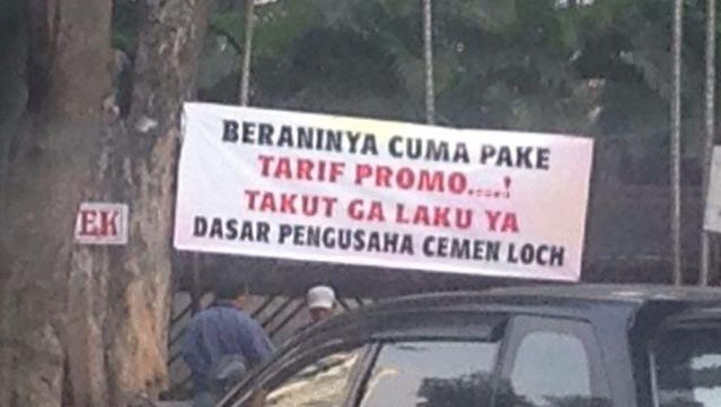 Go-Jek Diteror Spanduk di Sudirman