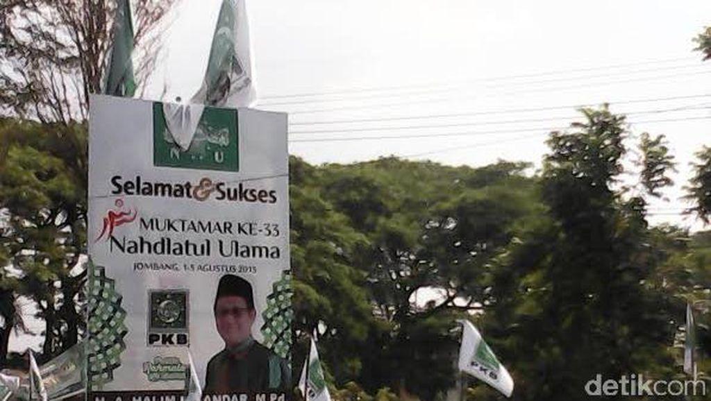 Wow! Bendera Partai dan Tokoh Politik Ikut Mejeng di Arena Muktamar NU