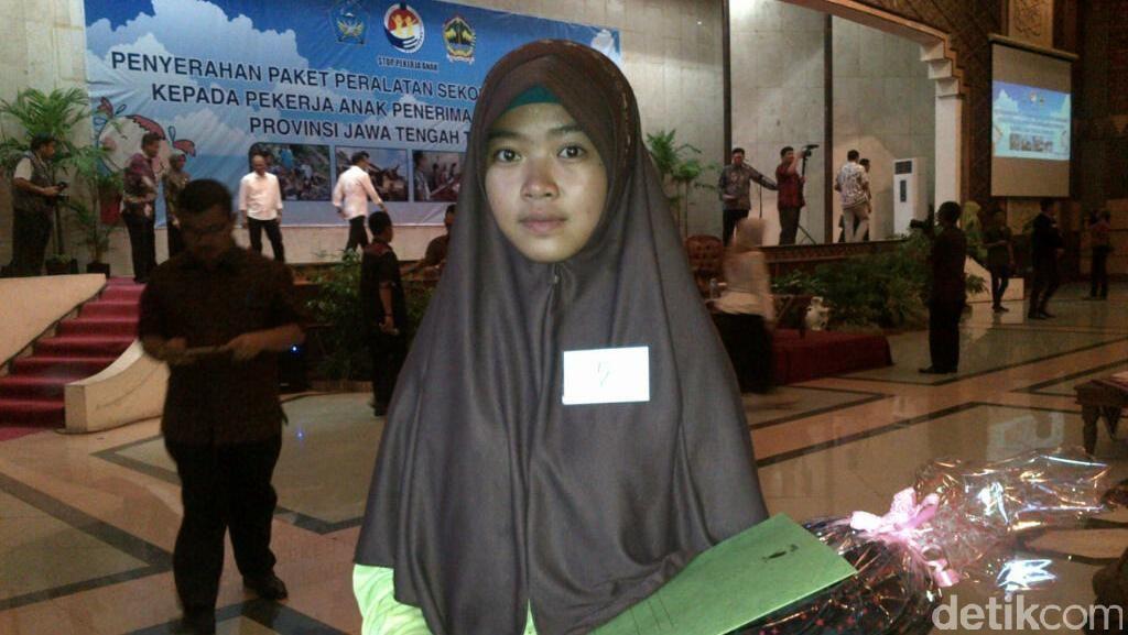 Ini Fitri, Pekerja Anak yang Kisahnya Membuat Menteri Hanif Hampir Menangis