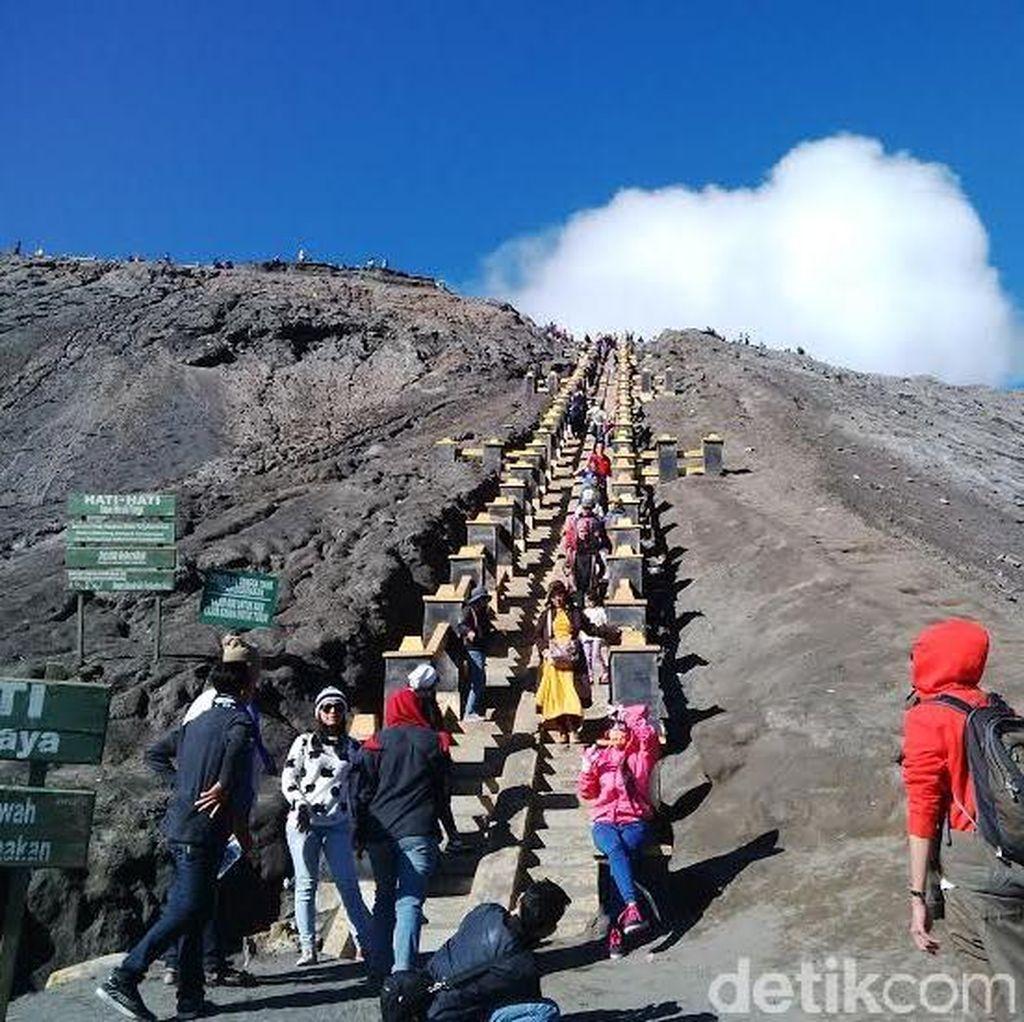 Pengunjung Kasada di Gunung Bromo Dilarang Buat Api Unggun dan Dirikan Tenda