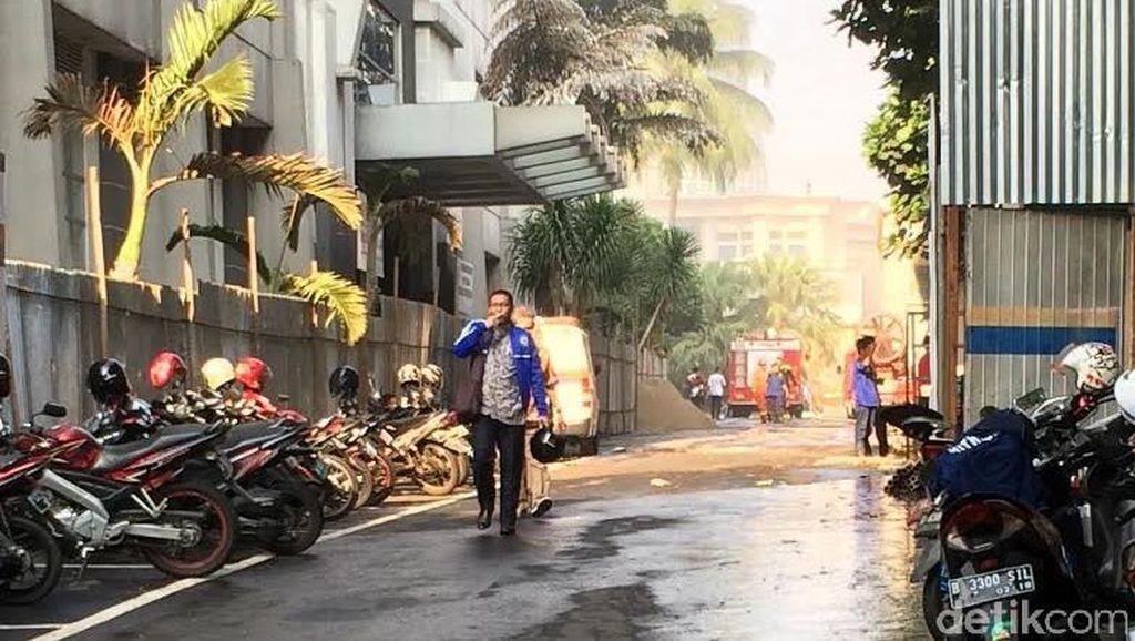 Asap Masih Terlihat, Pegawai Ditjen Pajak Diliburkan