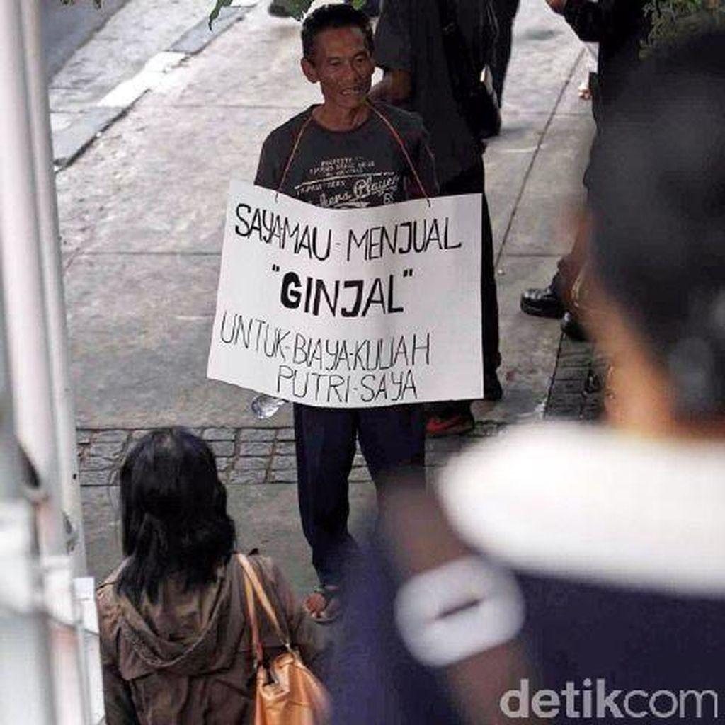 Bapak ini Rela Jual Ginjal untuk Biayai Kuliah Anak