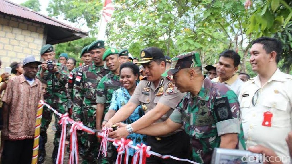 Satgas Pamtas RI-PNG Resmikan Program Jambanisasi di Papua