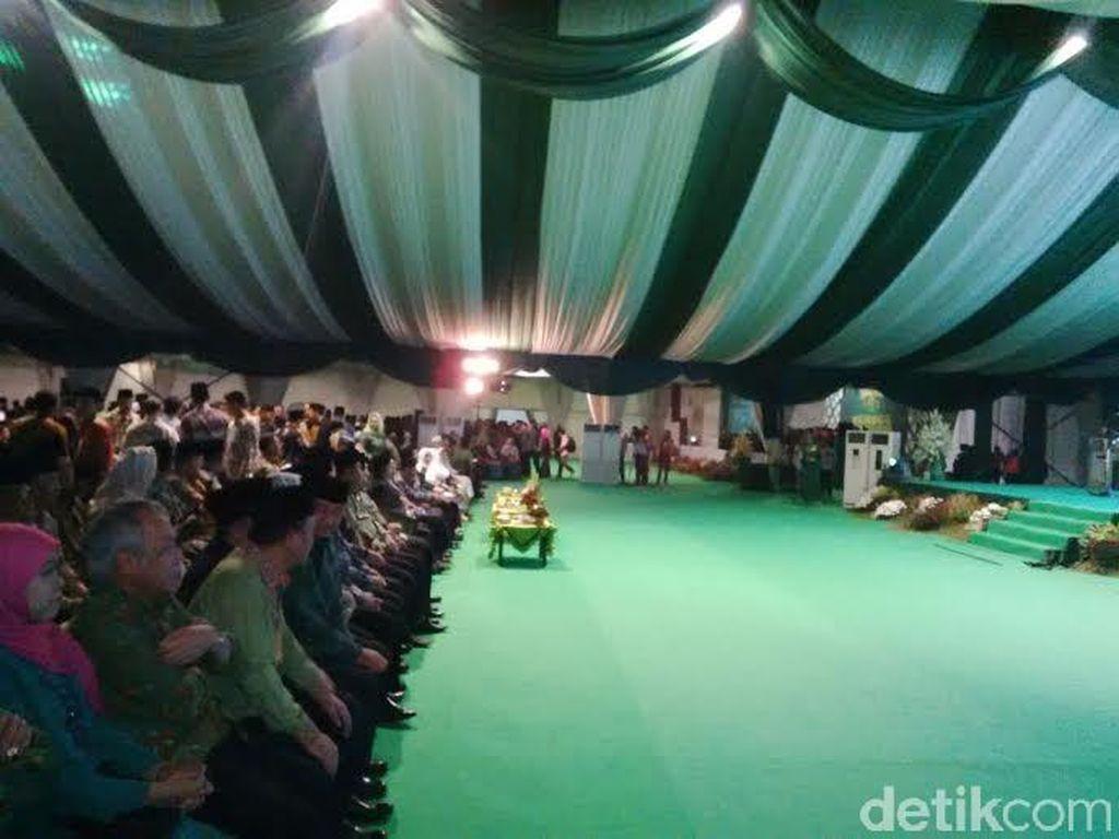 Menteri dan Tokoh Nasional Berdatangan ke Arena Muktamar ke 33 NU