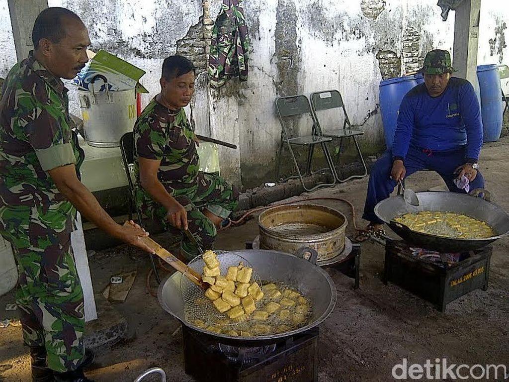 Dapur Umum TNI Siapkan 5 Ribu Paket Nasi Bungkus untuk Penggembira Muktamar NU
