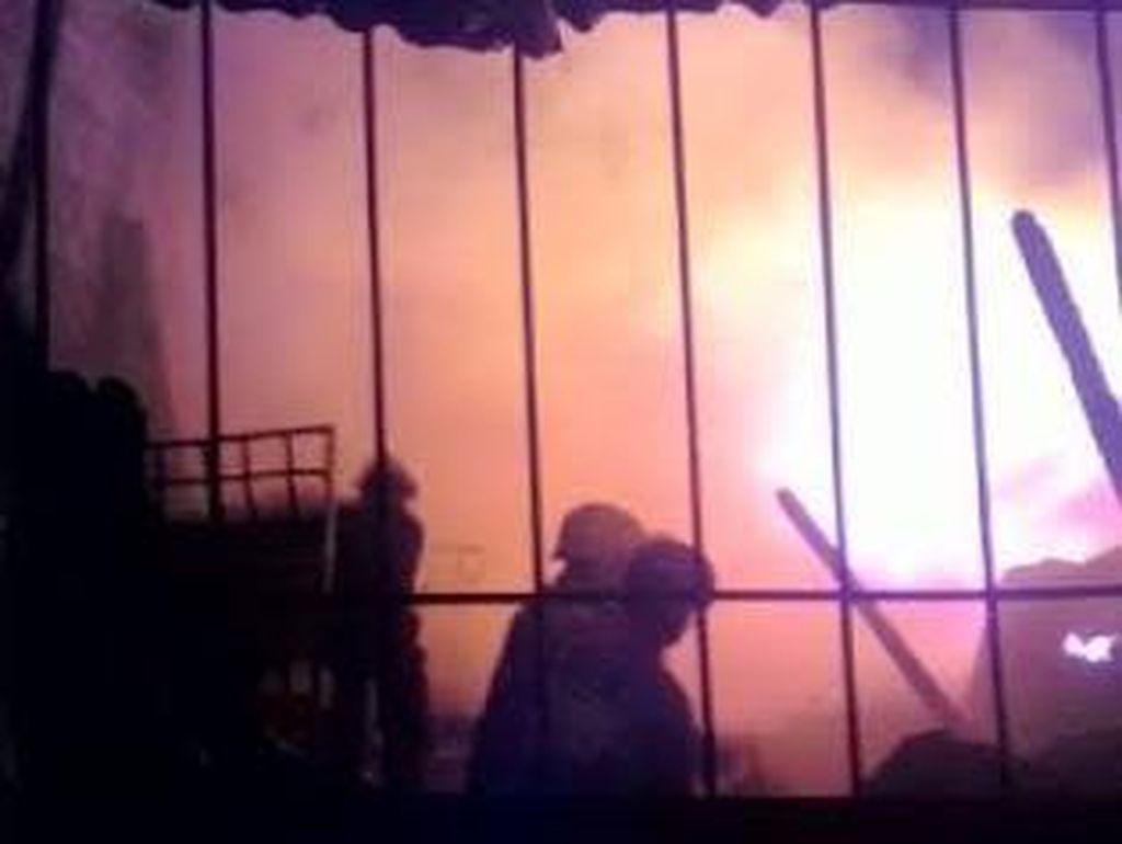 Sejumlah Kios di Lahan PT KAI di Solo Terbakar