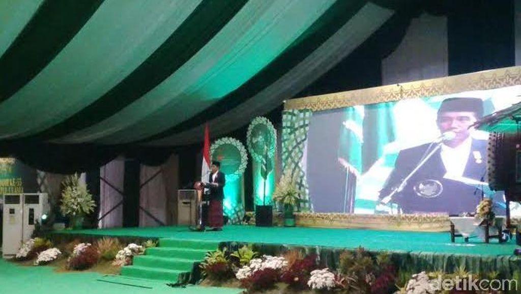 Sarung Jokowi di Muktamar NU yang Dibelikan Iriana dan Dipuji Mega