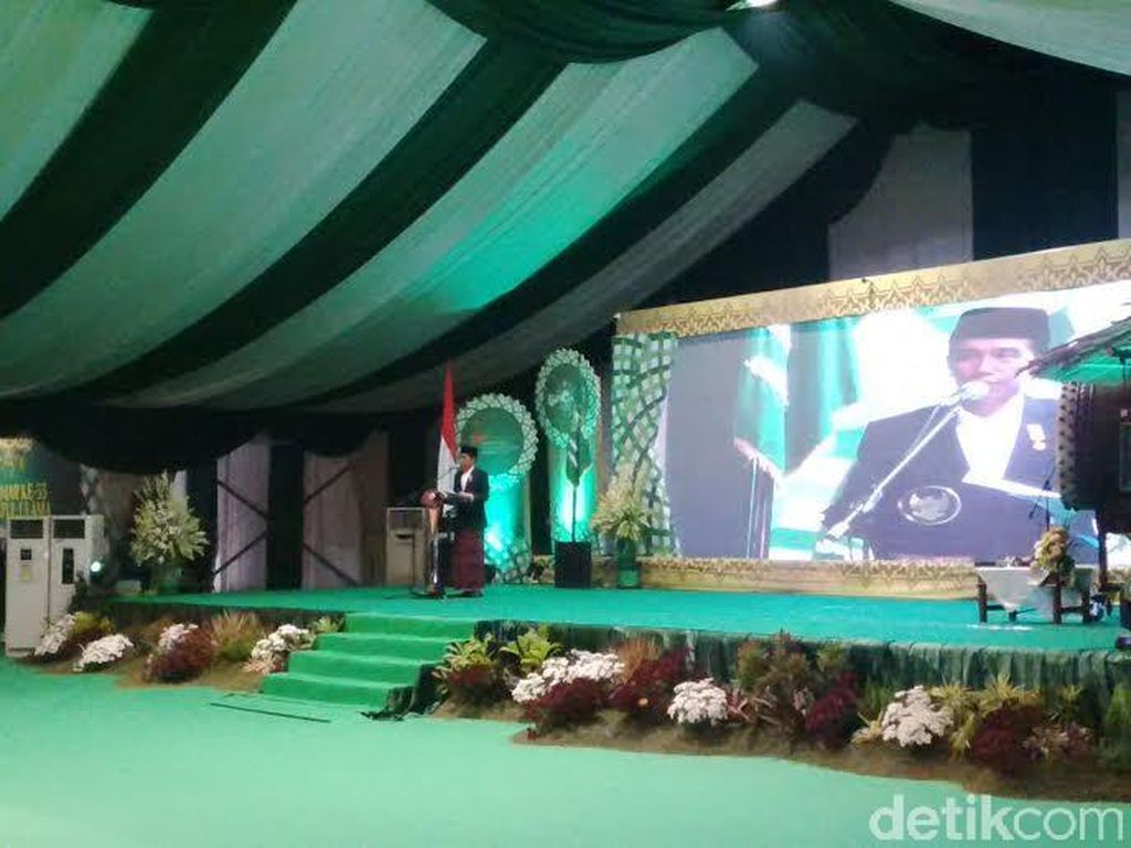 Cerita Lucu di Balik Sarung Jokowi Saat Pembukaan Muktamar NU