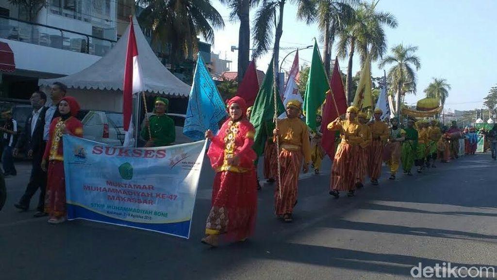 Din dan Gubernur Sulsel Lepas Pawai Taaruf Muktamar Muhammadiyah