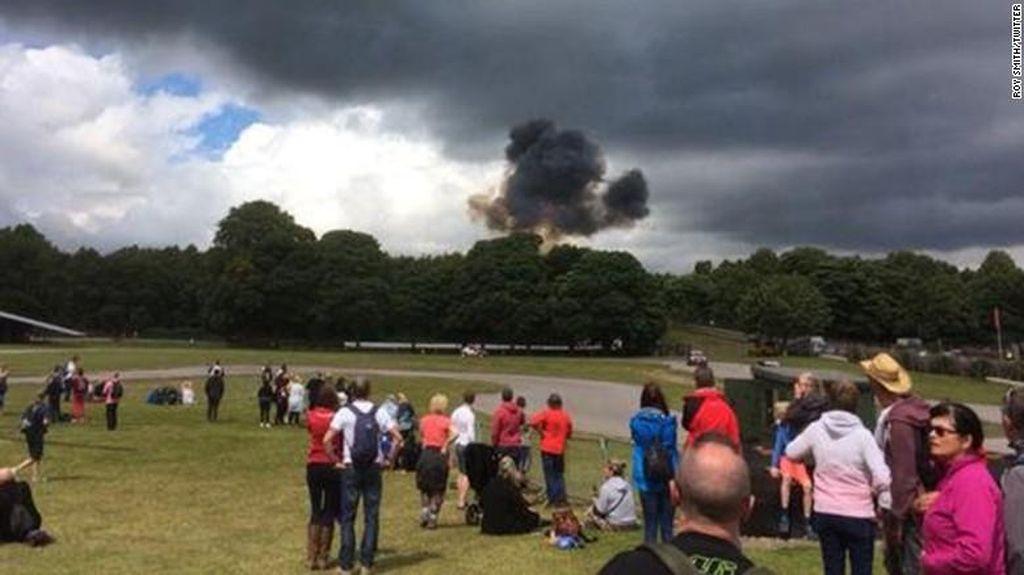 Pesawat Airshow Jatuh Saat Festival di Inggris, Pilot Tewas