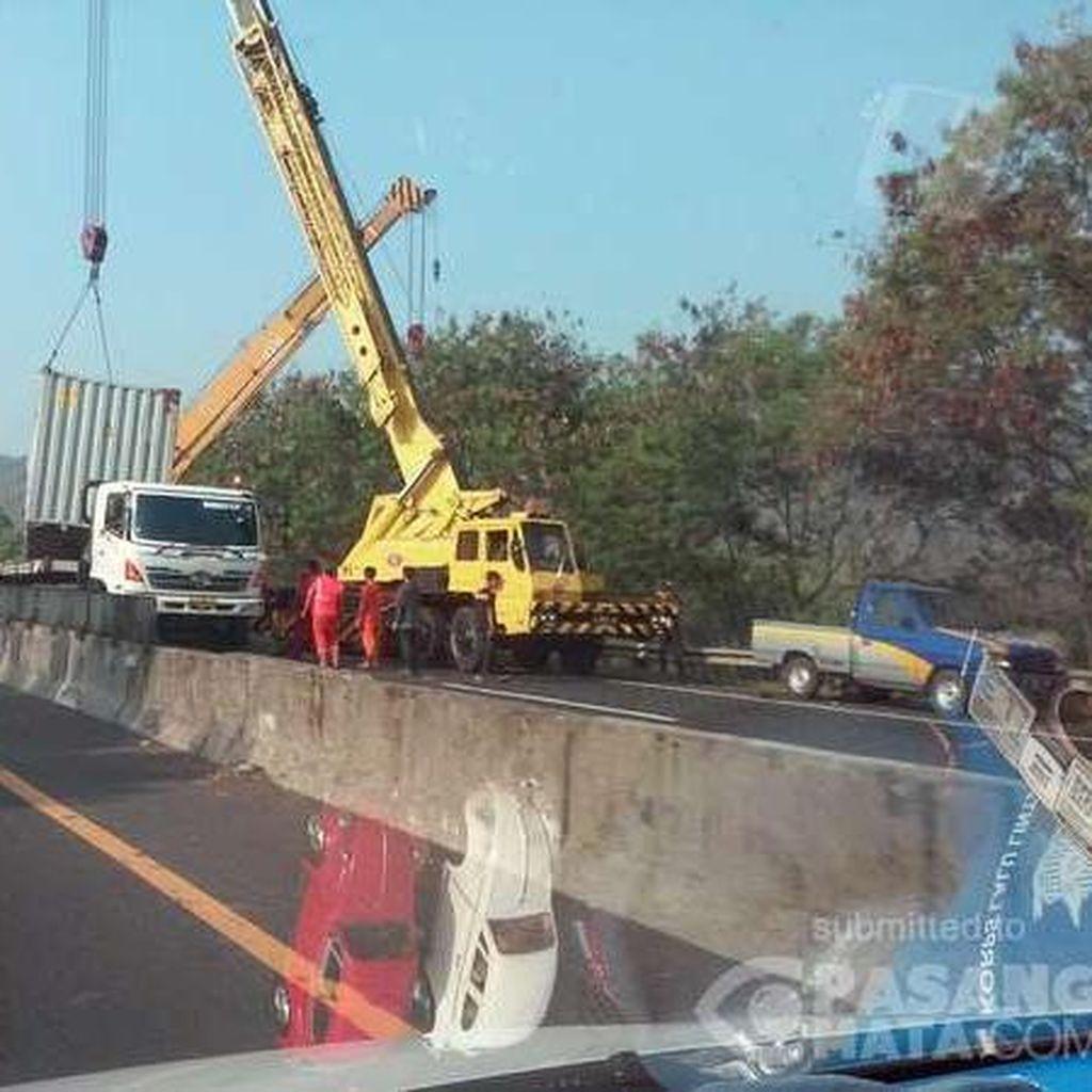 Truk Kontainer Kecelakaan di Tol Purbaleunyi, Arah Jakarta Macet 2 Km