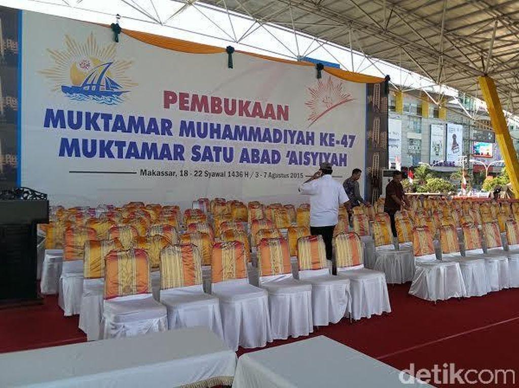 H-1 Muktamar, Begini Persiapan di Lapangan Karebosi Makassar