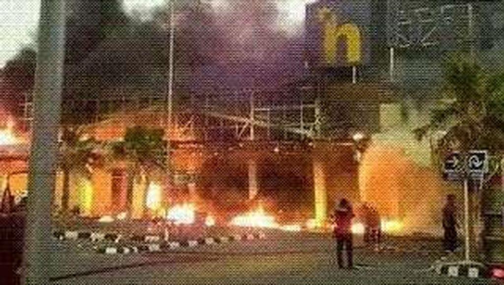 Hypermart Mataram NTB Terbakar, Asap Hitam Membubung Tinggi
