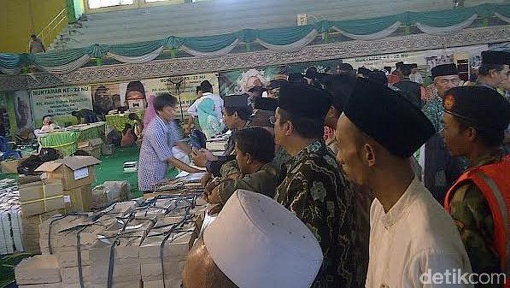 Pendaftaran Belum Selesai, Ratusan Muktamirin Tertahan di GOR Merdeka