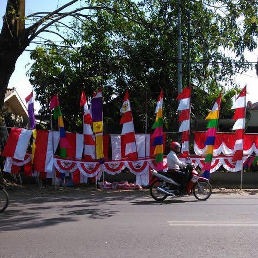 17 Agustusan Mulai Terasa di Kalimalang, Ada Pohon Pinang Sampai Tiang Bendera
