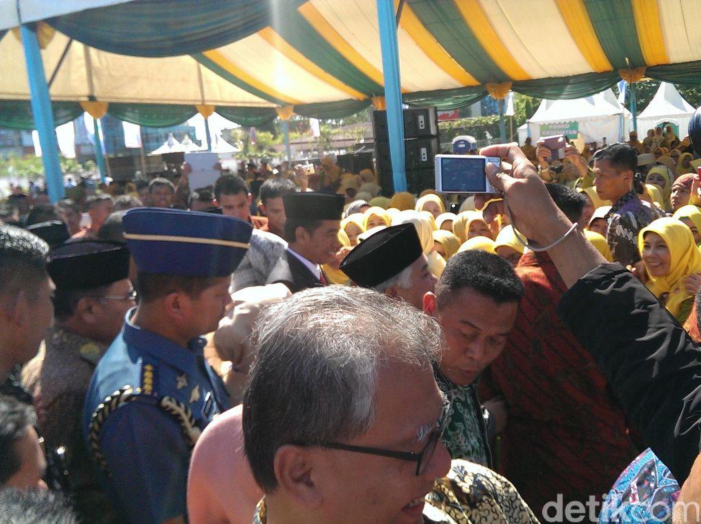 Usai Pembukaan, Jokowi Salami Muktamirin Muhammadiyah dan Aisyiyah