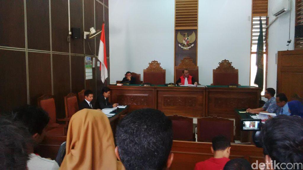 Gugat Status Tersangka, Bupati Morotai Minta KPK Ganti Kerugian Rp 1 T
