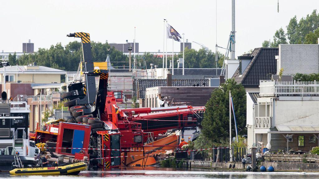 Crane Raksasa Timpa Rumah Warga di Belanda, 20 Orang Terluka