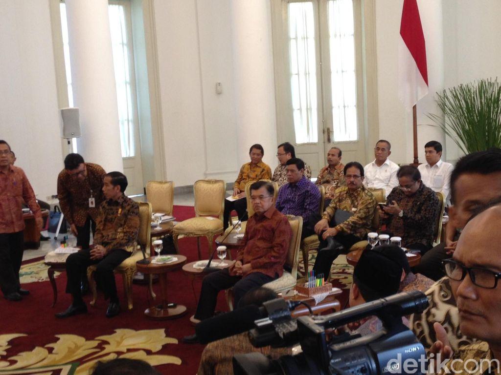 Jokowi Rapat Marathon di Istana Bogor
