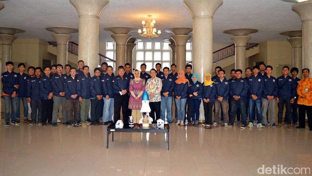 UGM Raih Emas dan Perak  dalam Kompetisi Muatan Roket dan Roket Indonesia 2015