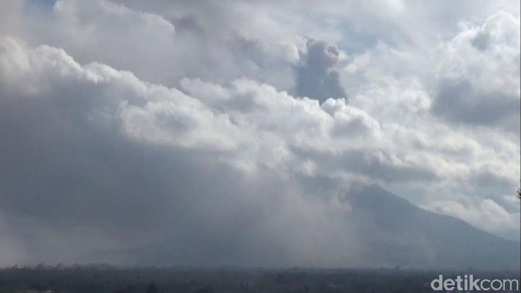 Lahar Hujan Terjadi di Gunung Sinabung, Mengarah ke Desa Sukanalu