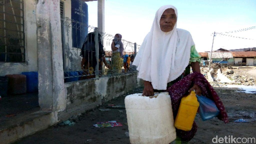 Air Sumur Asin, Begini Repotnya Warga Pidie Mencari Air Bersih