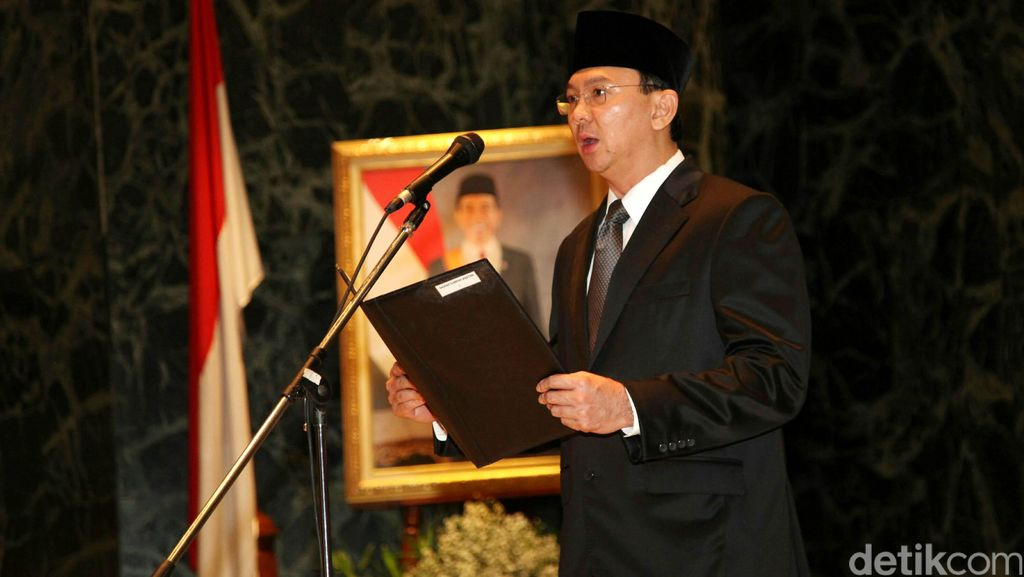 Betapa Rajinnya Ahok Cuci Gudang Pelayan Warga Jakarta