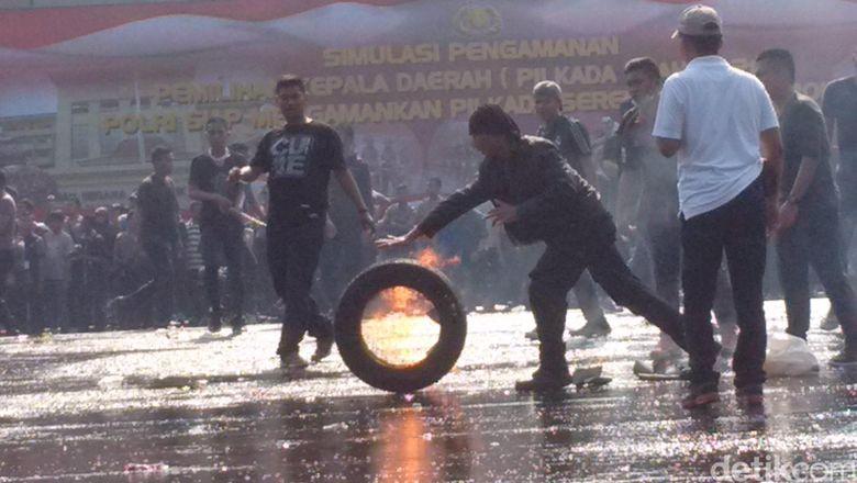 Begini Simulasi Penanganan Rusuh di Pilkada Depok, Polisi Tindak Aksi Anarkis