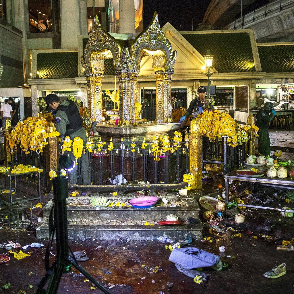 Rusak Akibat Ledakan Bom, Patung di Kuil Erawan Mulai Diperbaiki
