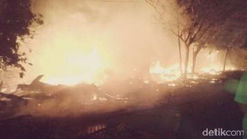 Puluhan Kios Buah di Lhok Nibong Aceh Timur Terbakar
