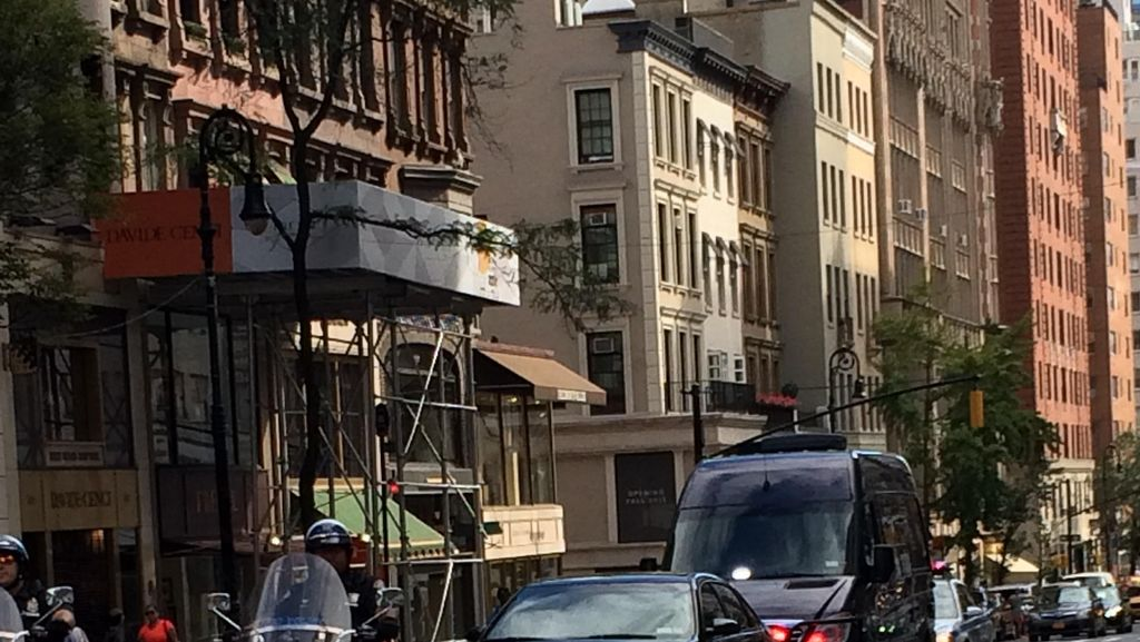 Konvoi Voorijder di New York ini Tetap Berhenti Kala Lampu Merah