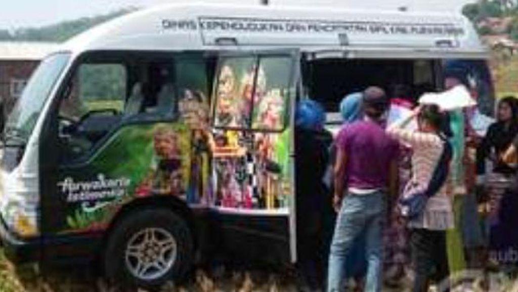 Bisa Dicontoh Daerah Lain, di Purwakarta Ada Pelayanan KTP dan Akte Lahir Keliling