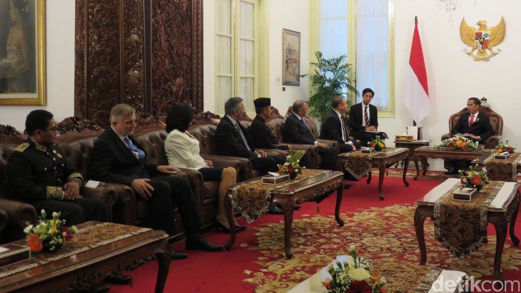 7 Dubes Baru Negara Sahabat Curhat Bersama Jokowi Soal Naiknya Dollar AS