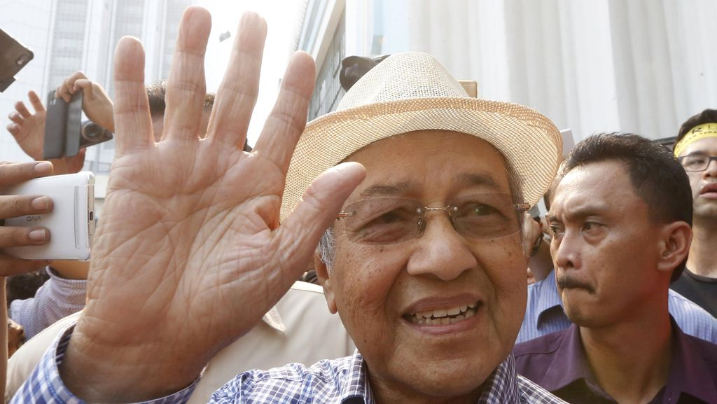 Mahathir Sebut PM Najib Bisa Ditangkap Bila Tinggalkan Malaysia