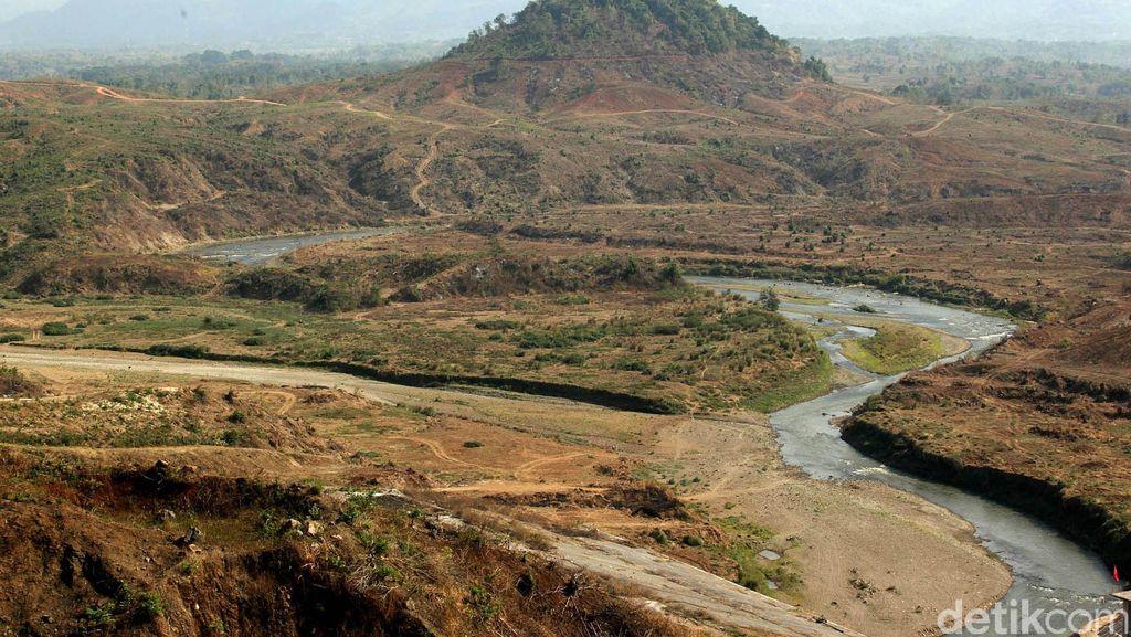 Pengisian Air Jatigede dan Kisah Desa Cipaku yang Dihapus dari Sejarah
