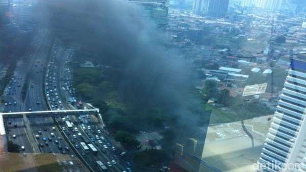 Api di Halaman SPBU Jl Gatot Subroto Berasal dari 2 Mobil yang Terbakar