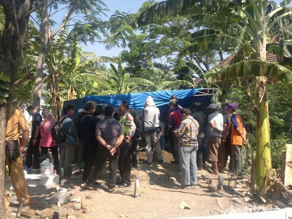 Polda Jatim Bongkar Makam Anggota Klub Motor di Sidoarjo