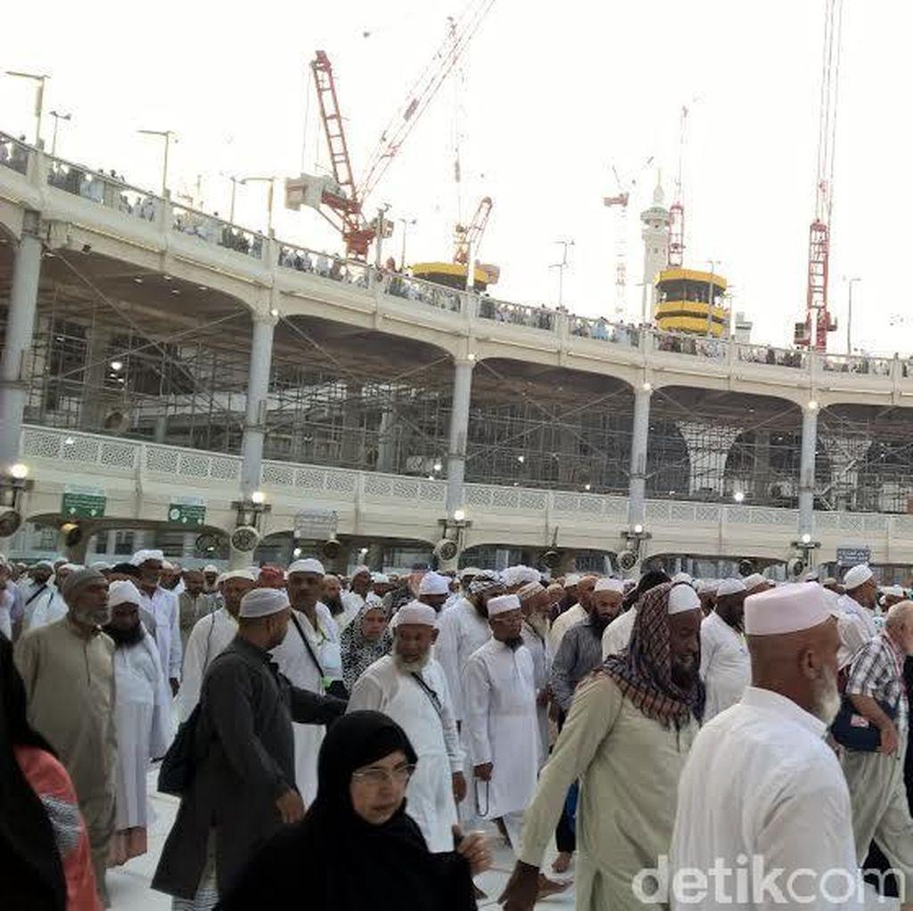 Masjidil Haram Kian Ramai, Jemaah Salat Meluber Hingga ke Teras Masjid
