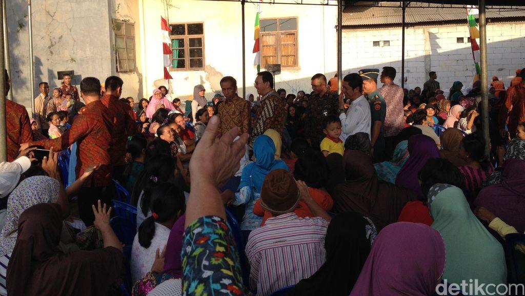 Jokowi Ahok Lanjutkan Blusukan ke Lapangan Kobra Koja, Warga Berebut Salaman