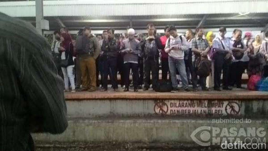 Ada Rel Patah di Jalur Depok-Citayam, Kereta Jalan Bergiliran