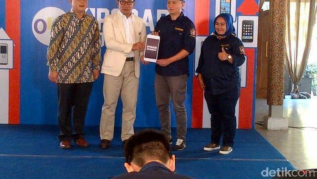 10 Anggota Karang Taruna di Bandung Dapat 10 Ponsel Pintar untuk Sebar Informasi