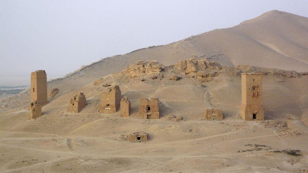 ISIS Ledakkan 3 Menara Makam Kuno di Suriah